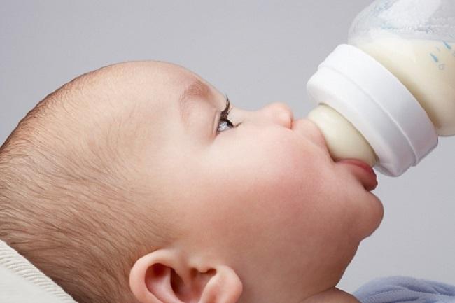 Lượng sữa bú của trẻ sơ sinh bao nhiêu là đủ?