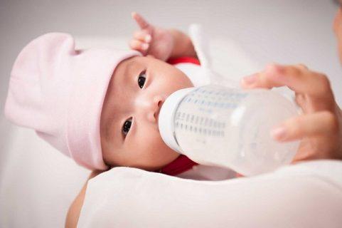 Sữa mẹ để ngăn mát được bao lâu