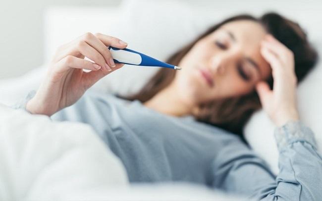 Triệu chứng sốt virus ở người lớn là gì?