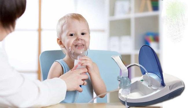 Cho trẻ sử dụng máy khí dung
