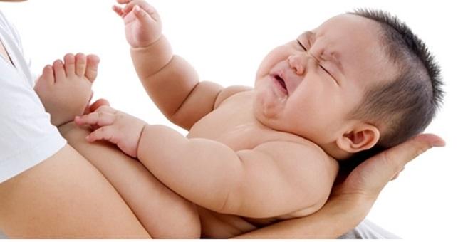 Trẻ sơ sinh ngủ ít vào ban ngày có nguy hiểm không
