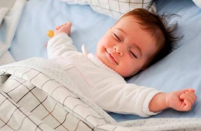 Trẻ sơ sinh ngủ ít vào ban ngày có nguy hiểm không?