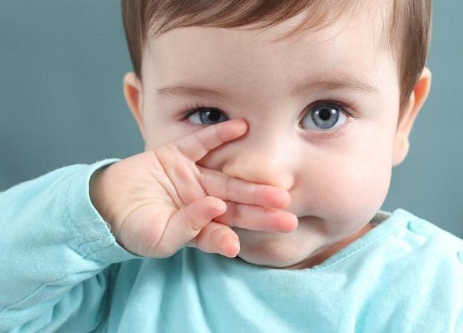 trẻ sơ sinh bị chảy nước mũi
