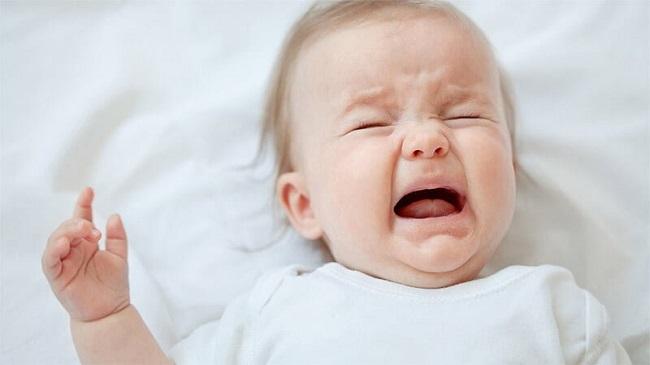 trẻ sơ sinh quấy khóc khó ngủ