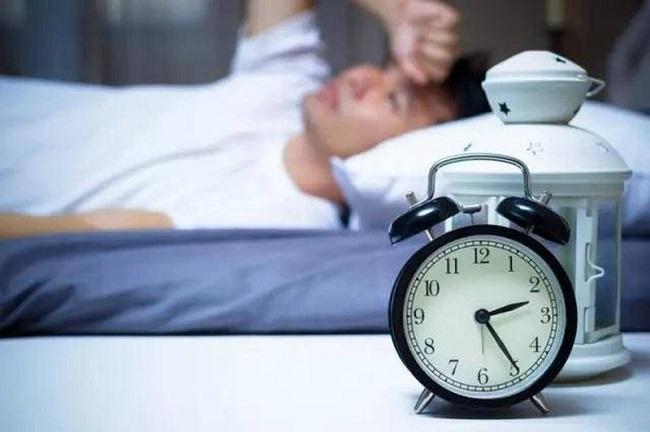 Tim đập nhanh hồi hộp khó ngủ có sao không?
